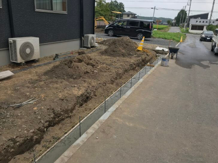 外構工事、ブロックベースコンクリート 差筋状況
